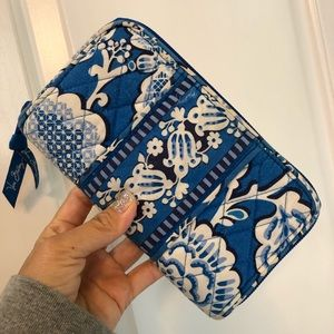 Vera Bradley zip around wallet blue clutch